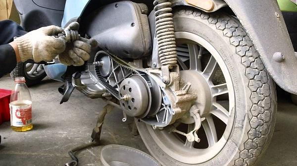 Как заменить ремень на скутере ирбис