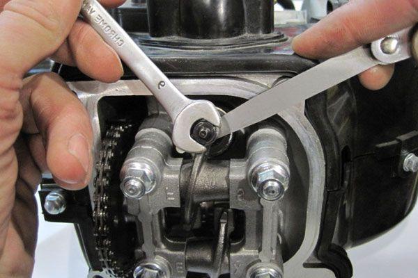 Как отрегулировать клапана на скутере?