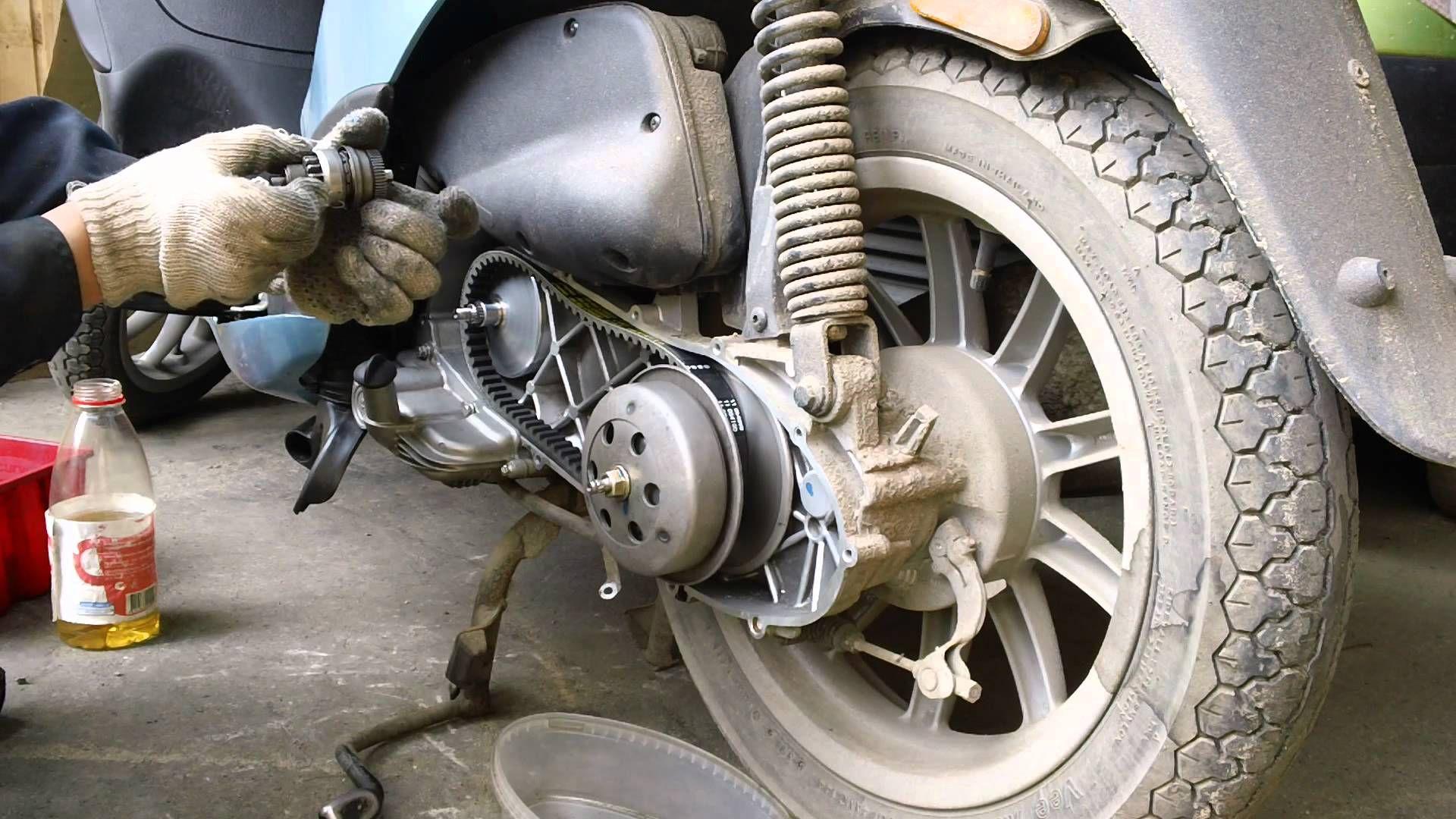Как поменять ремень на скутере?