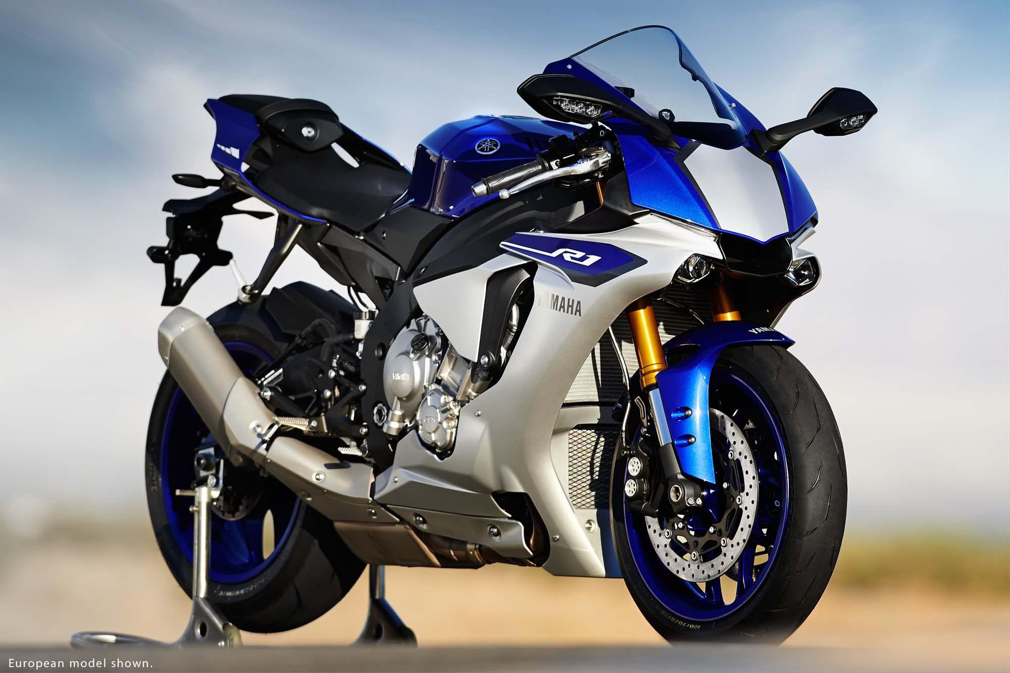 Yamaha R1 на стенде