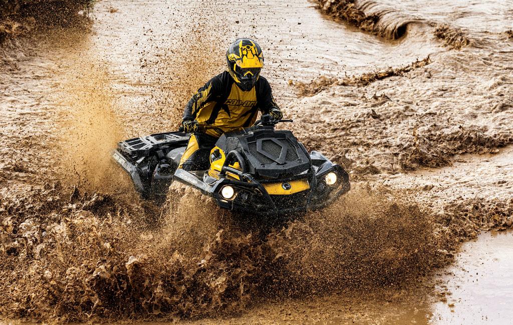 Квадроцикл BRP в грязи