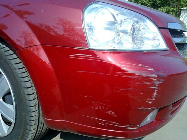 удаление царапин на кузове автомобиля притерлись