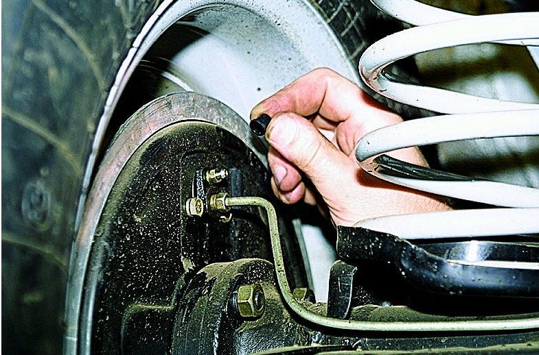как правильно прокачать тормоза на машине с abs