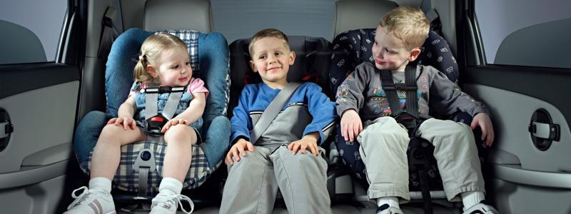 правила перевозки детей в машине фото