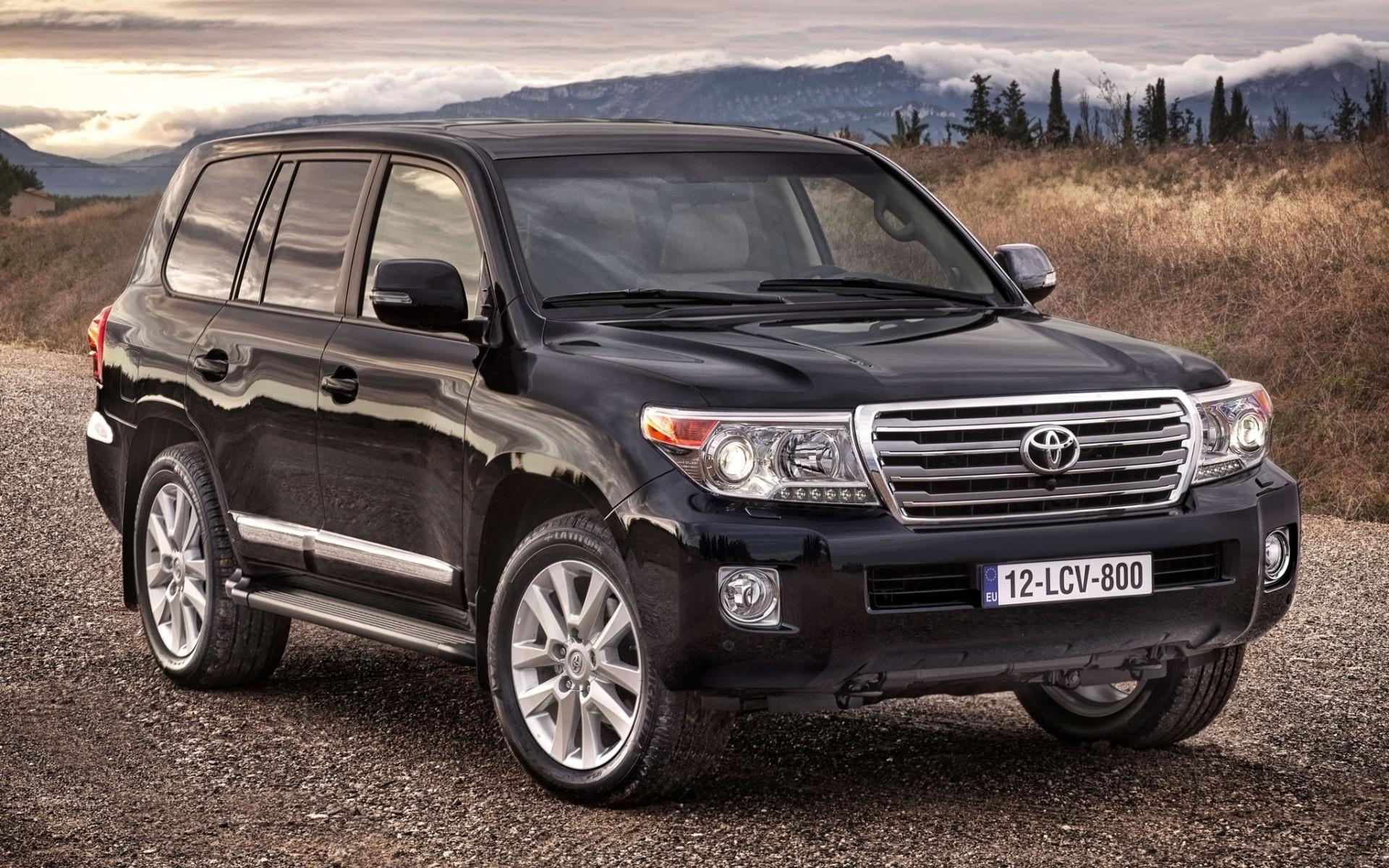 7 местные автомобили Toyota Land Cruiser 200